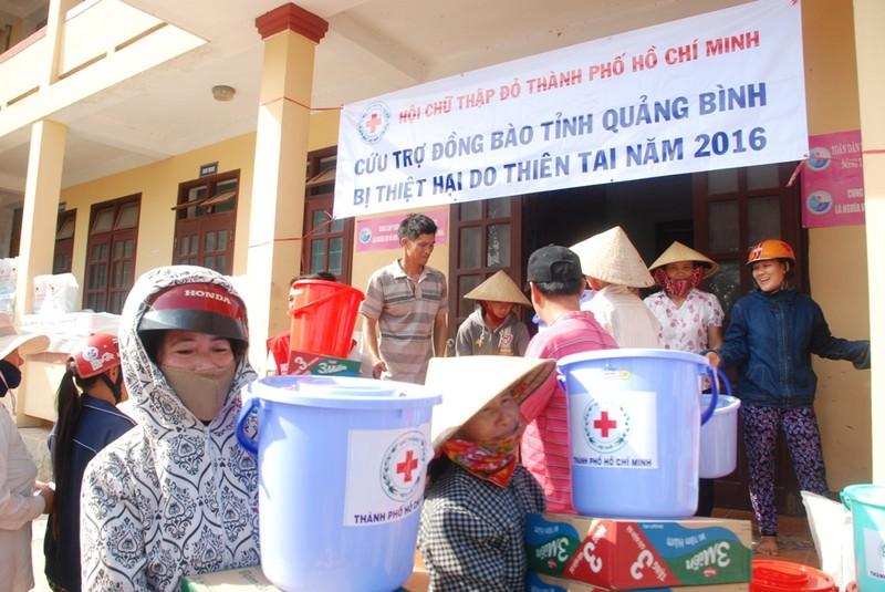 Hơn 500 triệu từ các thùng từ thiện bên đường  - ảnh 1