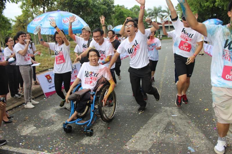 Hơn 3.000 người chạy tiếp sức cho sinh viên nghị lực - ảnh 1