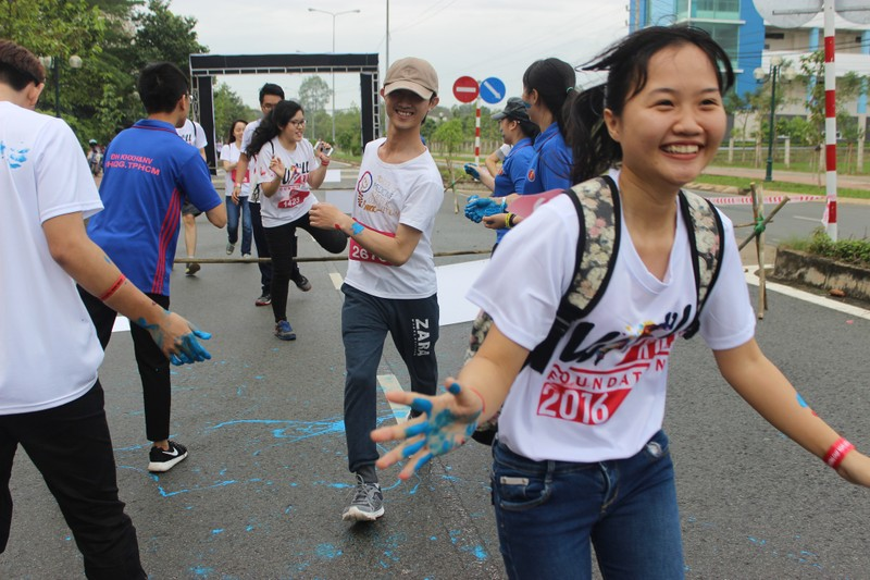 Hơn 3.000 người chạy tiếp sức cho sinh viên nghị lực - ảnh 4