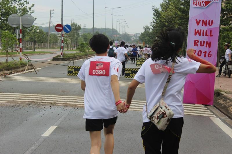 Hơn 3.000 người chạy tiếp sức cho sinh viên nghị lực - ảnh 7