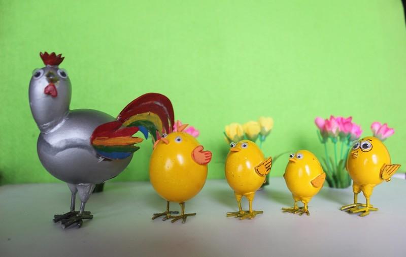 Nghệ nhân làm gà bằng vỏ trứng để chúc tết - ảnh 4