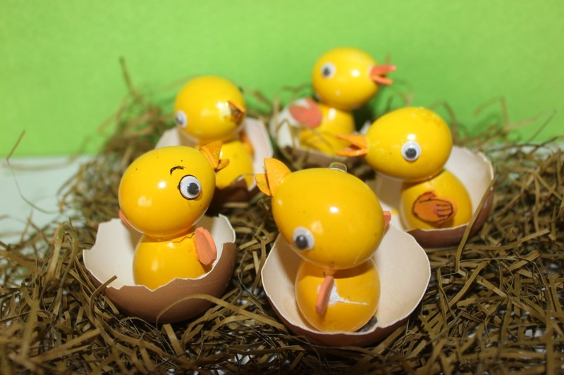 Nghệ nhân làm gà bằng vỏ trứng để chúc tết - ảnh 2