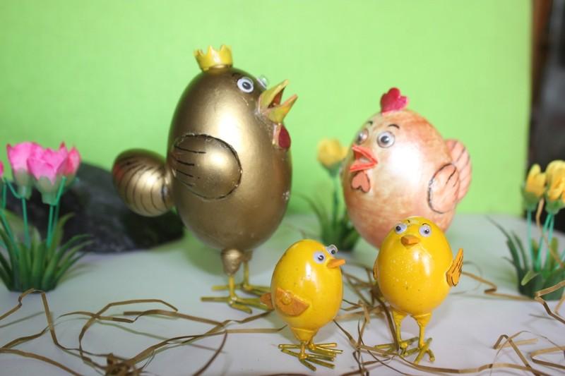 Nghệ nhân làm gà bằng vỏ trứng để chúc tết - ảnh 3