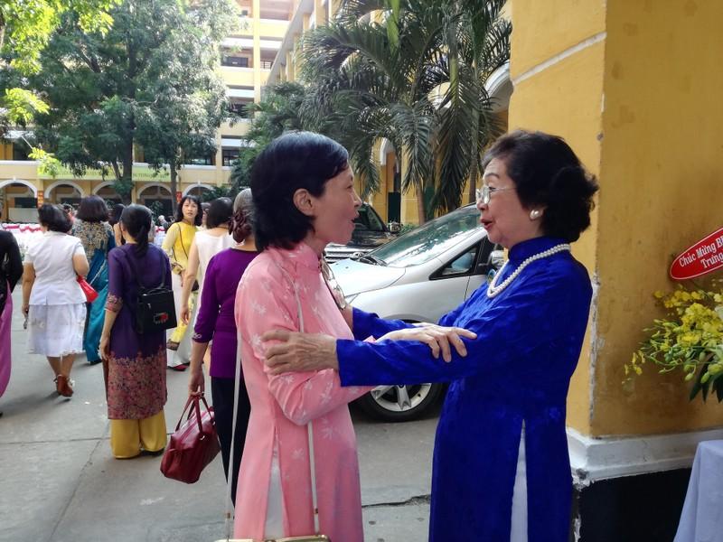 Cựu nữ sinh Trưng Vương nô nức diện áo dài đi gặp mặt - ảnh 10