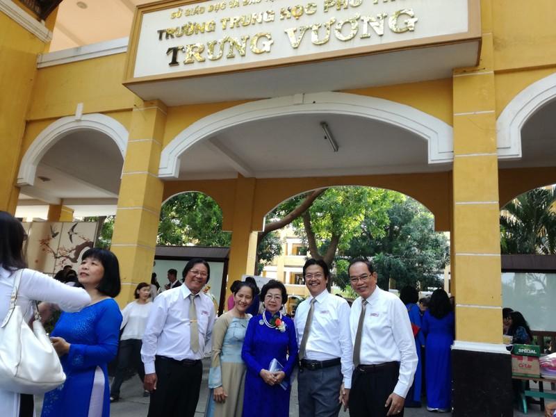 Cựu nữ sinh Trưng Vương nô nức diện áo dài đi gặp mặt - ảnh 4