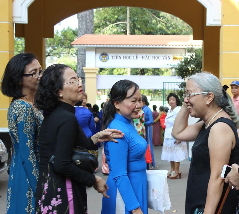 Cựu nữ sinh Trưng Vương nô nức diện áo dài đi gặp mặt - ảnh 9