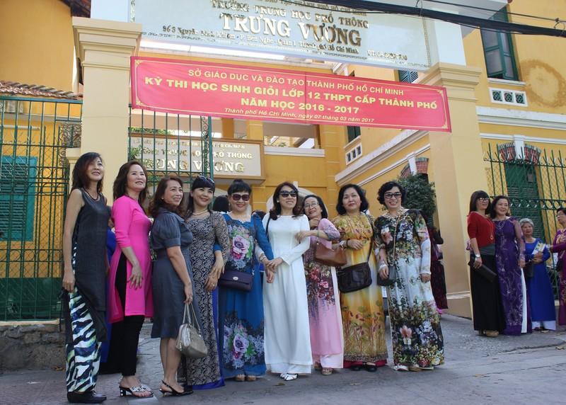 Cựu nữ sinh Trưng Vương nô nức diện áo dài đi gặp mặt - ảnh 5