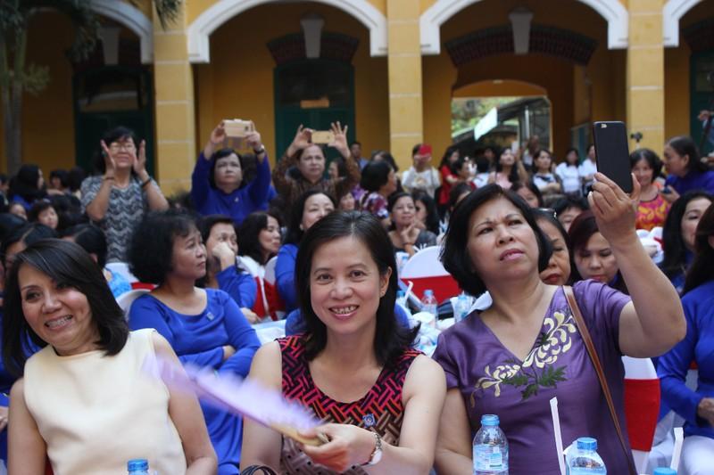 Cựu nữ sinh Trưng Vương nô nức diện áo dài đi gặp mặt - ảnh 12