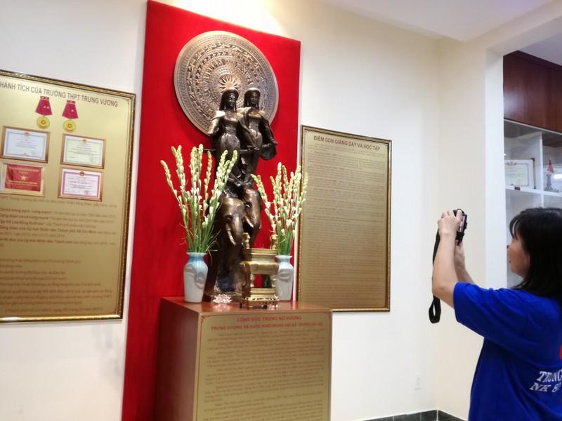 Cựu nữ sinh Trưng Vương nô nức diện áo dài đi gặp mặt - ảnh 6