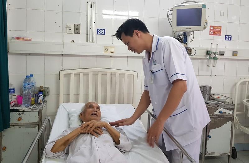 93 tuổi, cụ ông vẫn được can thiệp tim mạch thành công  - ảnh 1