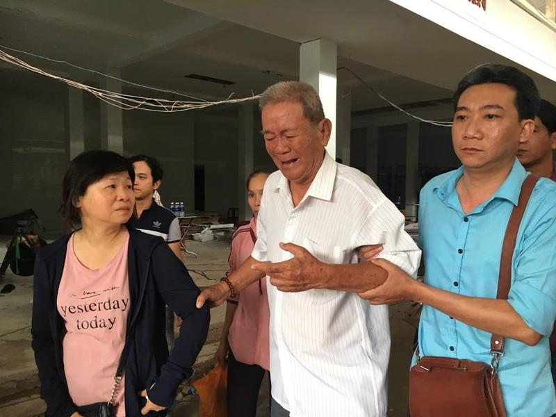 Người thân khóc đưa chủ tịch phường Nguyễn Thái Bình - ảnh 2