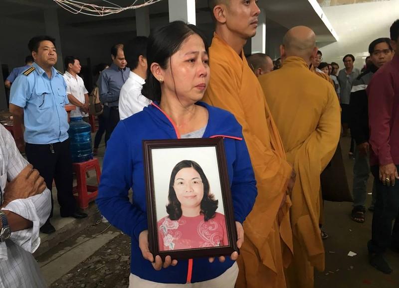Người thân khóc đưa chủ tịch phường Nguyễn Thái Bình - ảnh 1