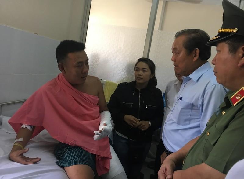 Phó Thủ tướng đến BV thăm các nạn nhân vụ cháy Carina  - ảnh 1
