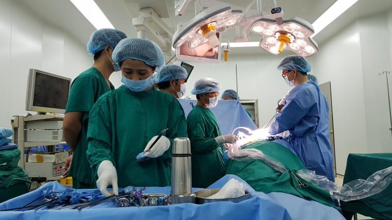 Lần đầu tiên VN sử dụng robot cắt thận ghép  - ảnh 1