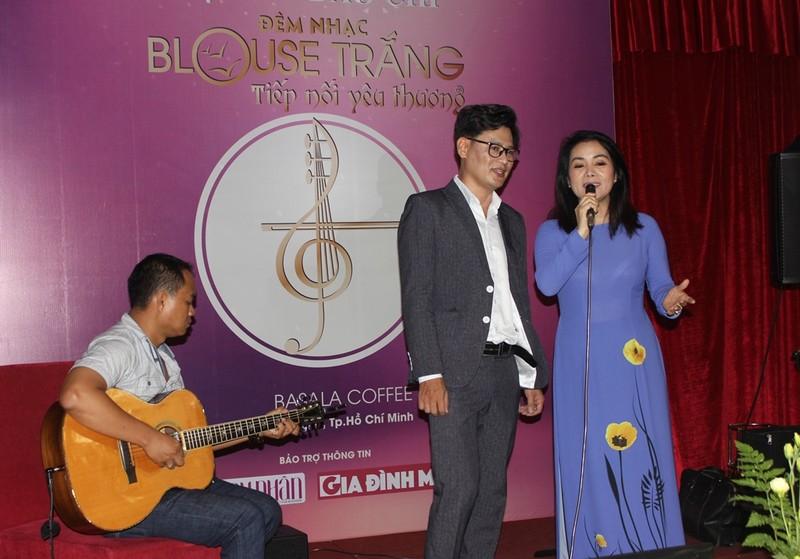 Bác sĩ hát quyên tiền giúp sinh viên y khoa nghèo - ảnh 1