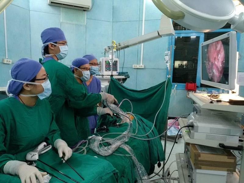 Lần đầu tiên BV Nhi đồng 2 thực hiện ca phẫu thuật '2 trong 1' - ảnh 2