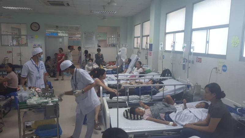 Hơn 30 trẻ nhập viện sau khi ăn bánh mì chà bông - ảnh 1
