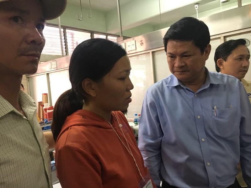Phó chủ tịch UBND TP thăm học sinh bị thương vụ sập giàn giáo - ảnh 2