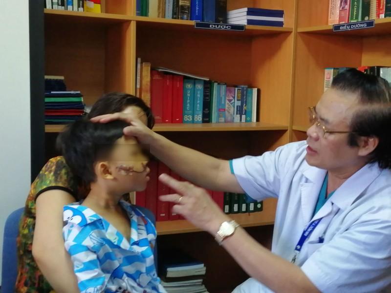 Nhiều trẻ không đội mũ bảo hiểm bị tai nạn thương tâm - ảnh 1
