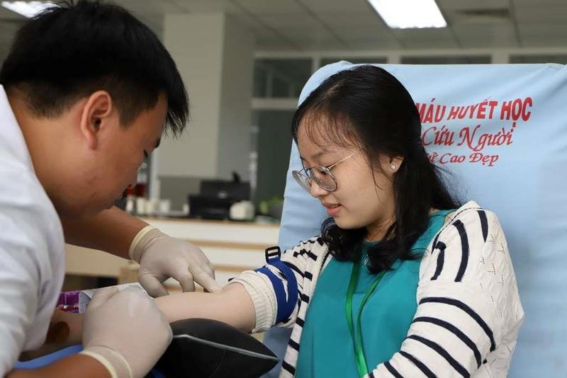 270 nhân viên, y, bác sĩ tham gia hiến máu nhân đạo - ảnh 1