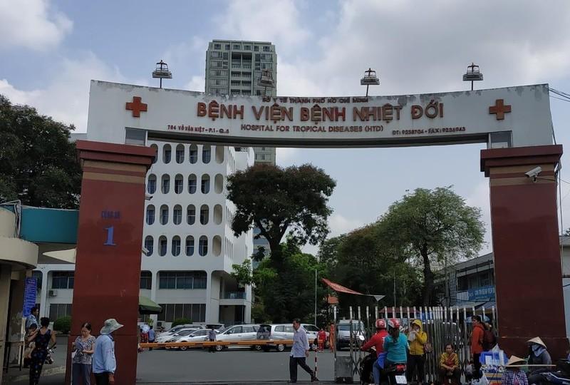 Kết quả xét nghiệm HIV của kẻ lạ mặt đâm 10 người ở TP.HCM  - ảnh 1