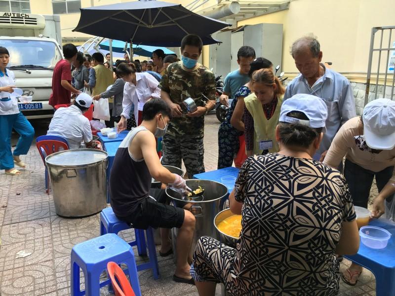 BV Chợ Rẫy đưa vào hoạt động 'bếp yêu thương' - ảnh 3