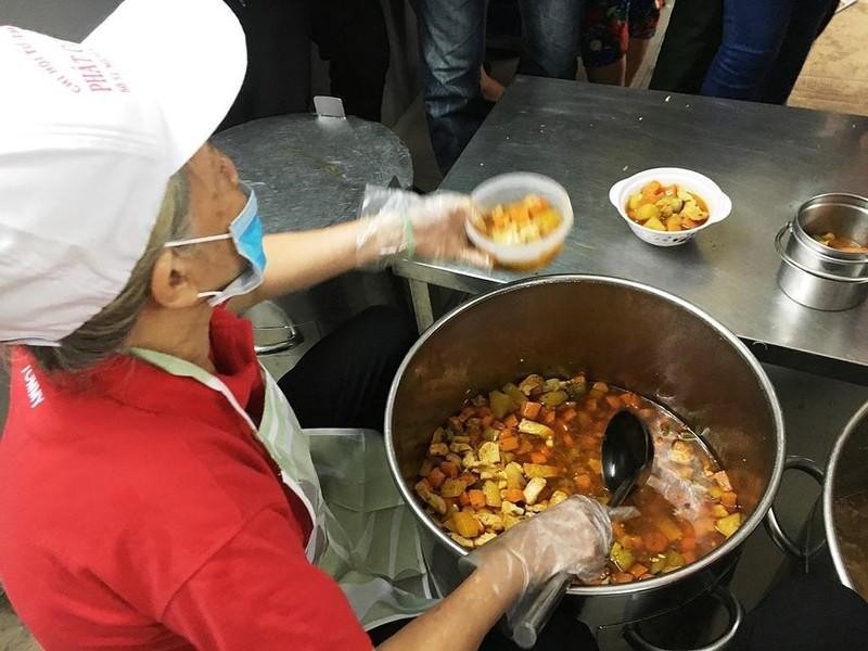 BV Chợ Rẫy đưa vào hoạt động 'bếp yêu thương' - ảnh 6