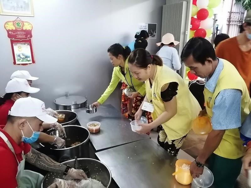 BV Chợ Rẫy đưa vào hoạt động 'bếp yêu thương' - ảnh 5