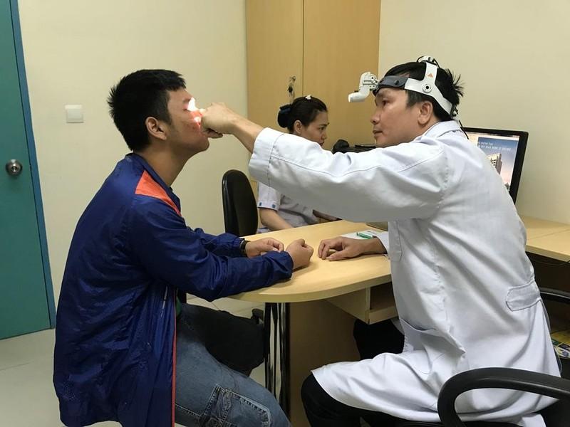 Não tủy bị rò dịch nhưng 'chăm chỉ' trị bệnh viêm mũi 11 năm - ảnh 1