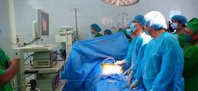 Đoàn bác sĩ vượt gần 150 cây số để sắp xếp tạng cho bé gái - ảnh 1