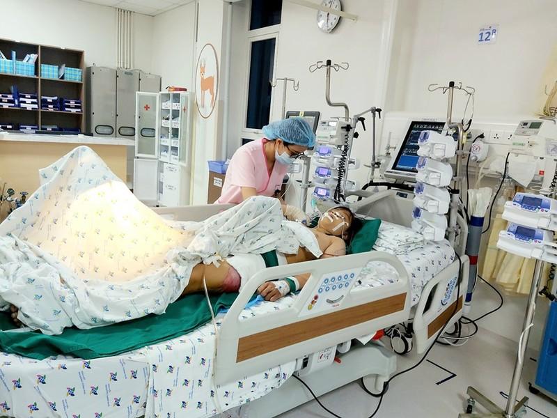 6 giờ giành giật mạng sống cho nữ sinh của hơn 20 y bác sĩ  - ảnh 2