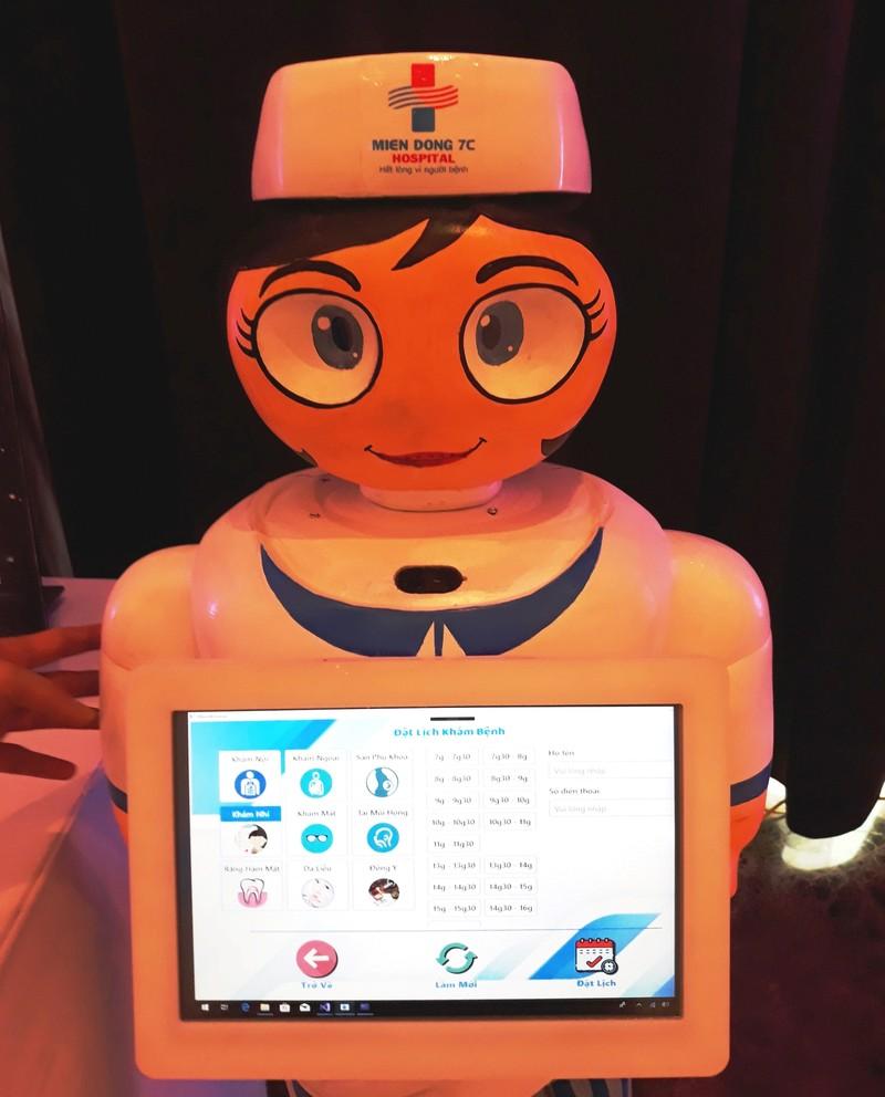 Bệnh viện 'sắm' điều dưỡng robot đón tiếp bệnh nhân - ảnh 3