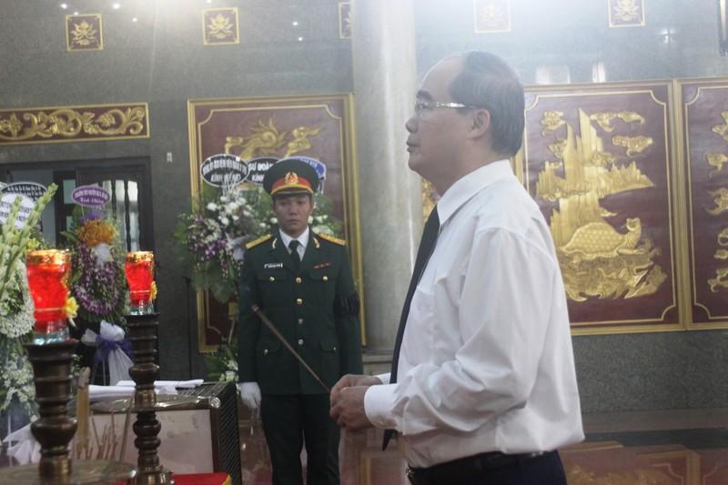 Hàng ngàn người đến viếng anh hùng phi công Nguyễn Văn Bảy - ảnh 2
