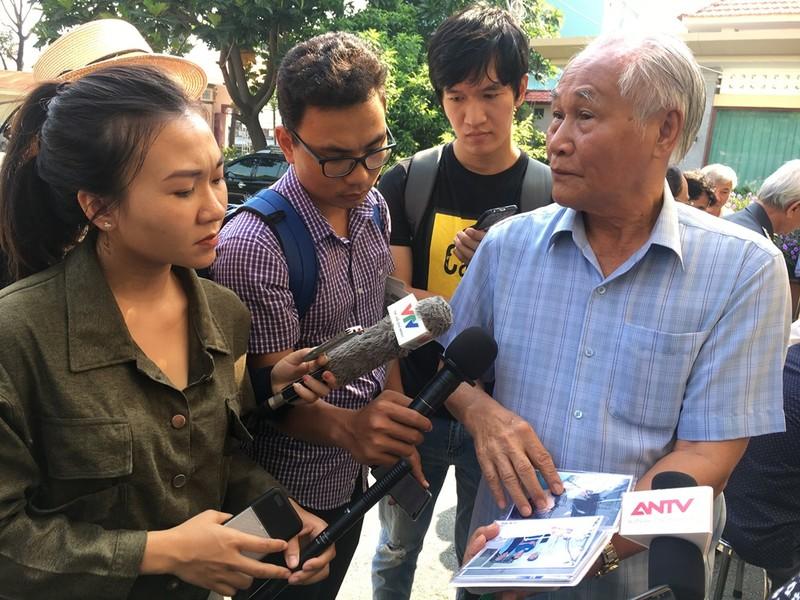 Hàng ngàn người đến viếng anh hùng phi công Nguyễn Văn Bảy - ảnh 5
