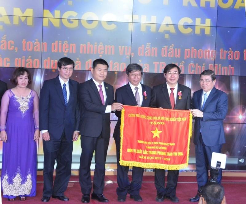 ĐH Y khoa Phạm Ngọc Thạch nhận huân chương Lao động hạng Nhì - ảnh 2