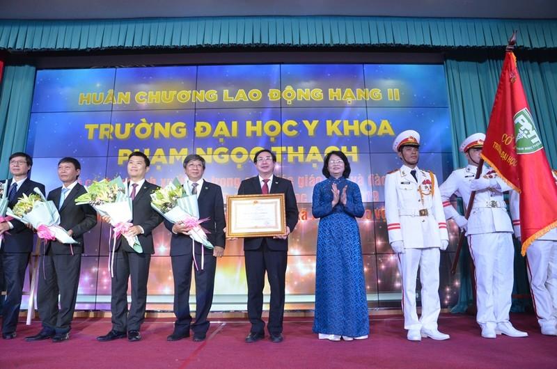 ĐH Y khoa Phạm Ngọc Thạch nhận huân chương Lao động hạng Nhì - ảnh 1