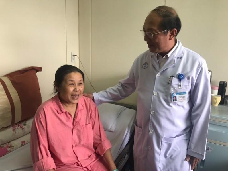 Bác sĩ trao đổi qua viber cấp cứu thần tốc bệnh nhân đột quỵ - ảnh 1
