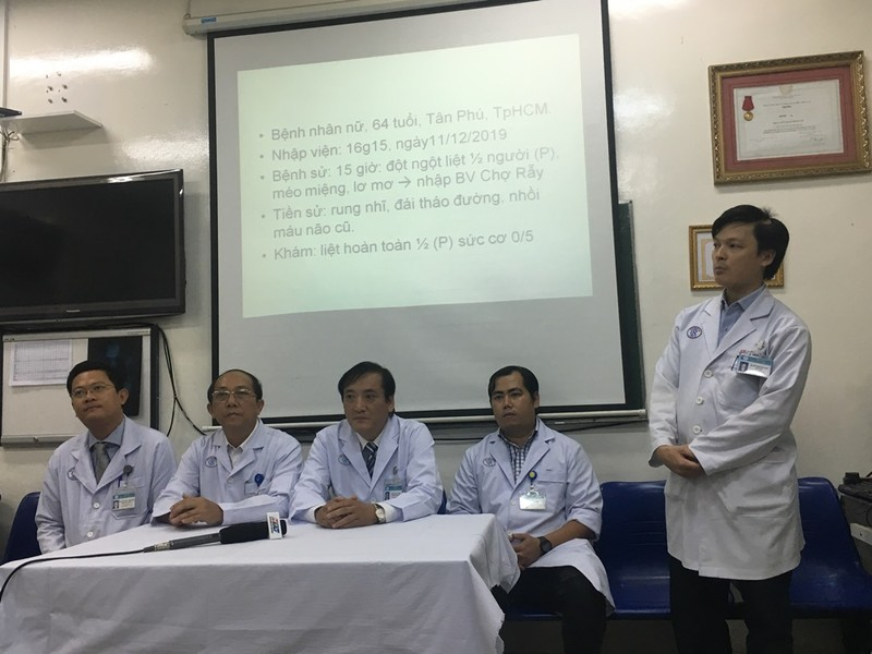 Bác sĩ trao đổi qua viber cấp cứu thần tốc bệnh nhân đột quỵ - ảnh 3