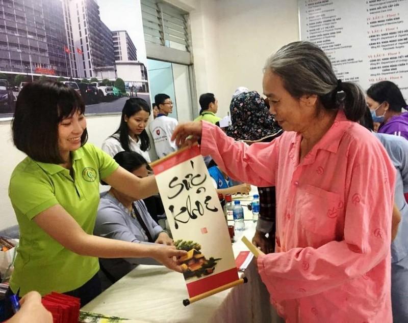 Nhiều bệnh nhân ở Chợ Rẫy gửi gắm mong ước qua thư pháp - ảnh 1