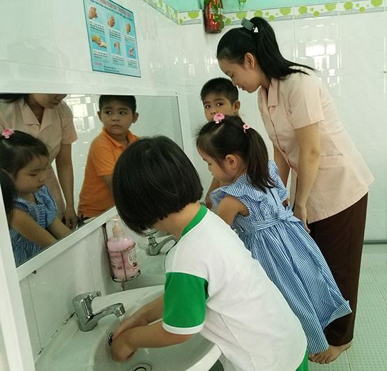 Bác sĩ chỉ cách ngừa Corona cho trẻ khi đi học lại sau tết - ảnh 2