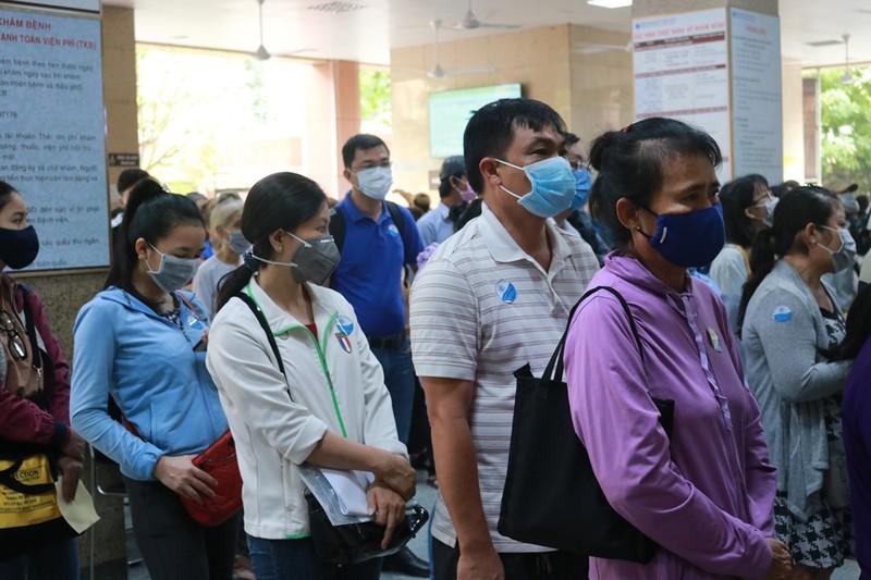 Dán nhãn sàng lọc COVID-19 cho người vào bệnh viện - ảnh 2