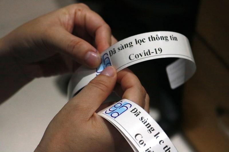 Dán nhãn sàng lọc COVID-19 cho người vào bệnh viện - ảnh 3
