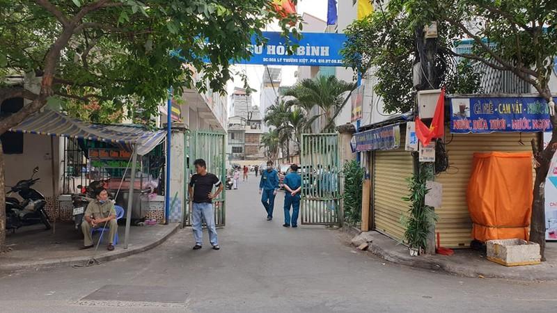 TP.HCM: Cách ly chung cư Hòa Bình với 1.000 dân - ảnh 1