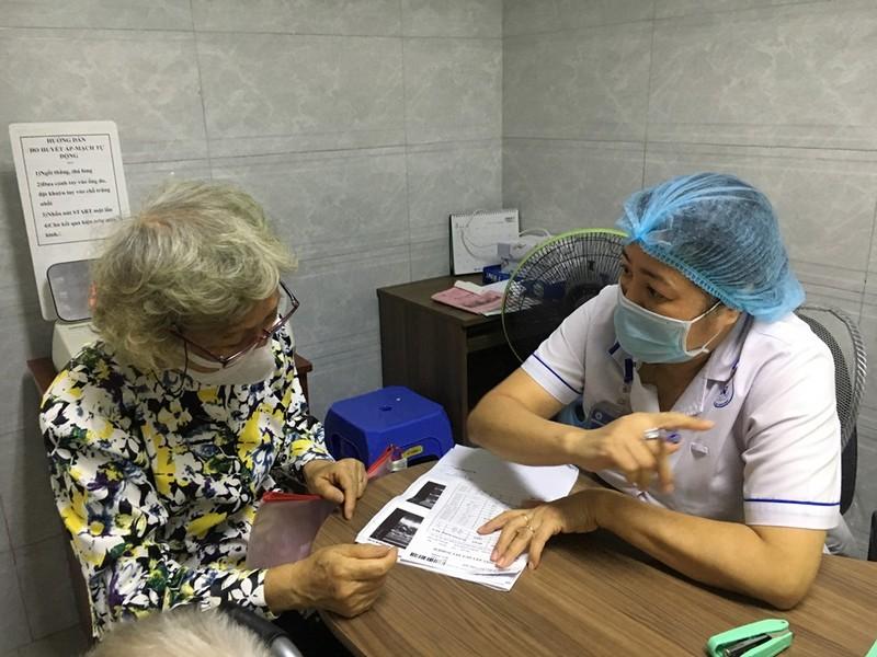 TP.HCM: Khám, cấp phát thuốc tại nhà cho người cao tuổi - ảnh 1