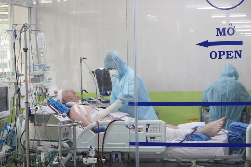 Tổng Lãnh sự Anh cảm ơn y bác sĩ hết mình cứu bệnh nhân 91 - ảnh 2