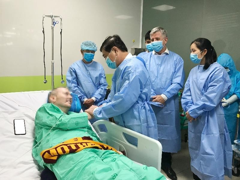 Chủ tịch TP.HCM thăm bệnh nhân 91: Cảm phục tấm lòng y bác sĩ - ảnh 2