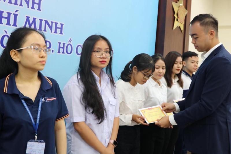 Quỹ Học bổng Vừ A Dính tiếp tục trao 160 suất học bổng  - ảnh 3