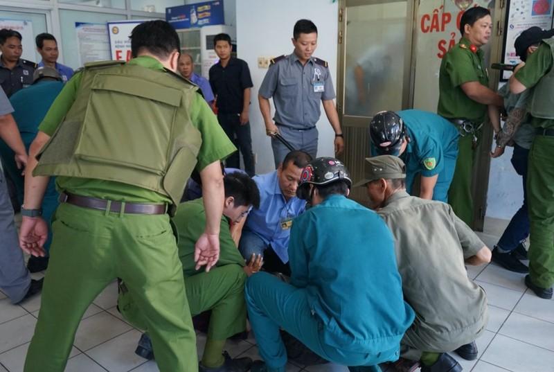 TP.HCM: Hàng chục côn đồ gây rối, bác sĩ bình tĩnh xử lý  - ảnh 1