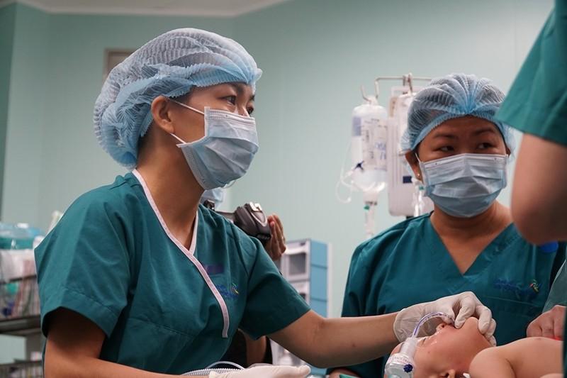 Cận cảnh ca đại phẫu thuật tách cặp Trúc Nhi - Diệu Nhi  - ảnh 6