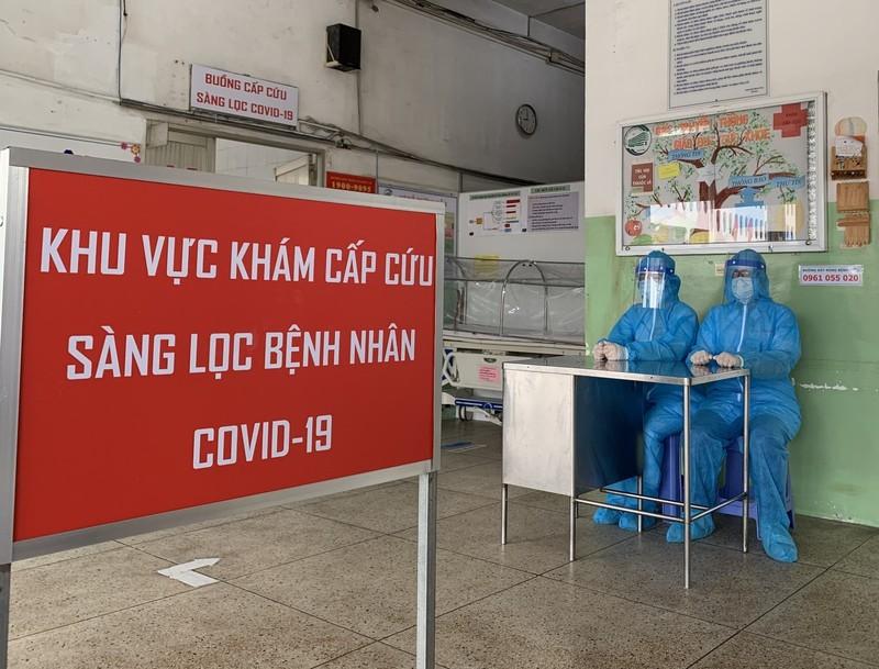 Bệnh viện ở TP.HCM phòng dịch COVID-19 cho người bệnh ra sao?  - ảnh 15